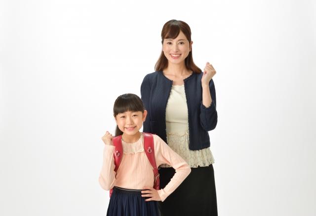 卒業式で母親が持つバッグの色や大きさ フォーマルバッグやブランド物でいい?