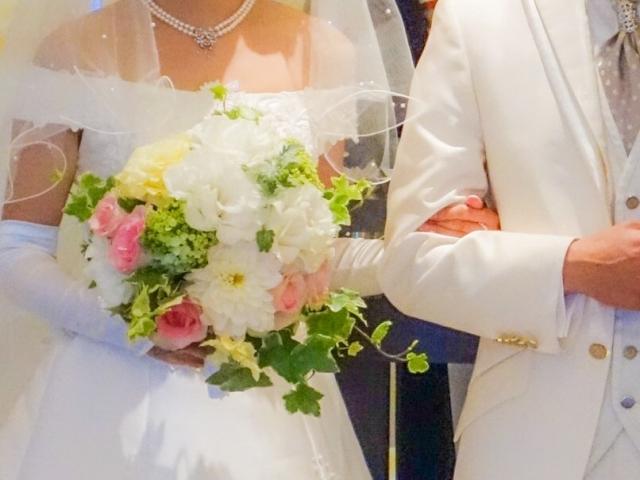 ハワイ結婚式の参列者の服装 女性・男性のマナーは?靴は何を履くの?