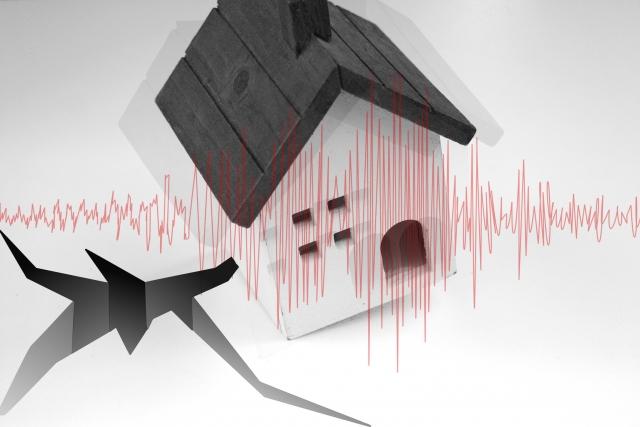 地震が来た時家の中や外にいるときの対応と家に備えるものや対策は?