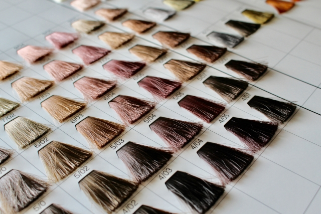 白髪が目立たないカラーの色や髪型は?パーマスタイルは効果ある?