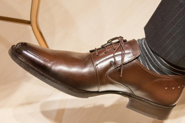梅雨時の革靴のお手入れと濡れた時に早く乾かす方法やカビの落とし方